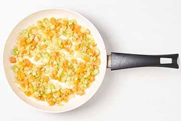mrkvu-celer-češnjak-dinstaj