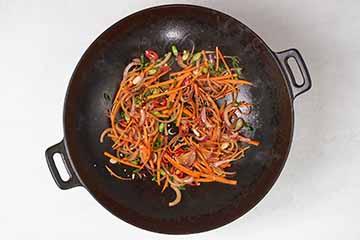 češnjak-papričice-i-mladi-luk